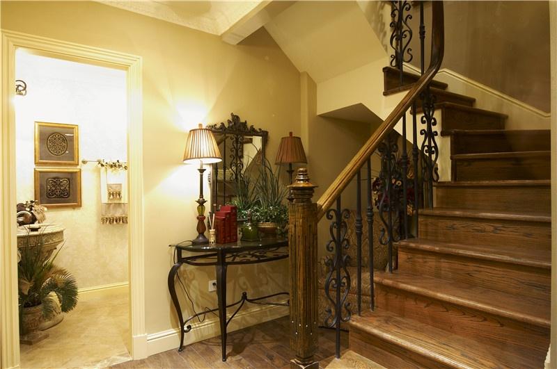 米色浪漫欧式风格楼梯装修案例