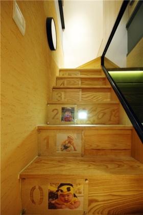 橙色创意简约楼梯效果图欣赏