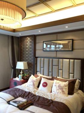 黄色中式风格卧室床头软包装饰图