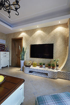 地中海风格米色客厅背景墙装修图