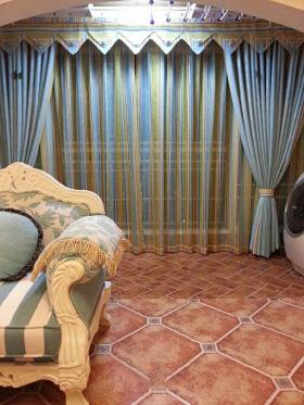 浪漫田园蓝色窗帘装饰设计图片