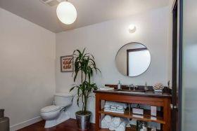 现代风格实用卫生间浴室柜装修效果图