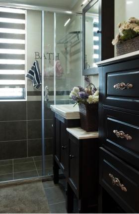黑色雅致美式风格卫生间装潢案例