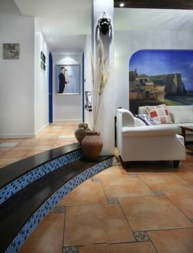 蓝色地中海风格过道设计图片