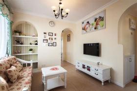 摩登简欧风格米色客厅背景墙装修案例