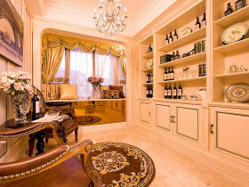 欧式橙色酒柜设计欣赏