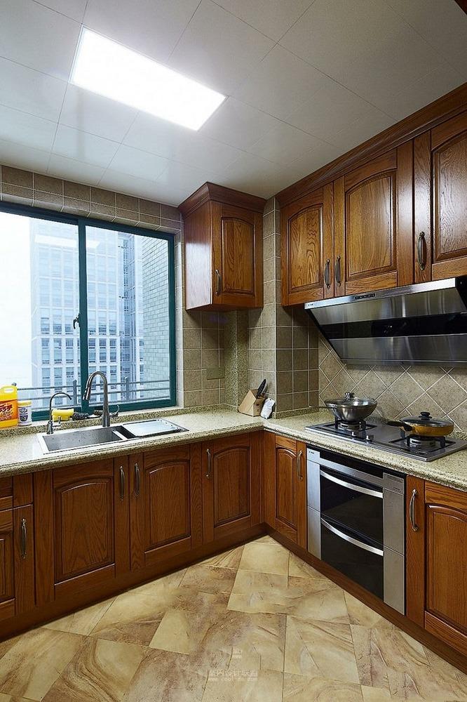 美式原木色厨房橱柜设计图片
