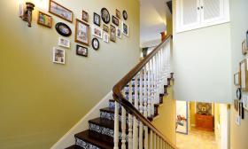 米色美式风格楼梯装修设计图