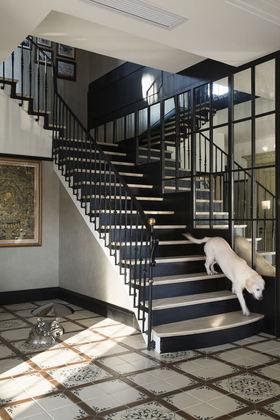 简欧风格黑色时尚楼梯效果图