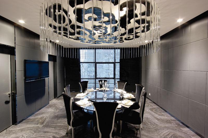 欧式风格质感黑色餐厅装饰图