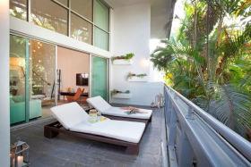 东南亚风格灰色阳台装修布置