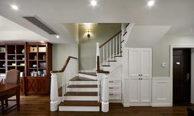 美式风清新米色楼梯效果图