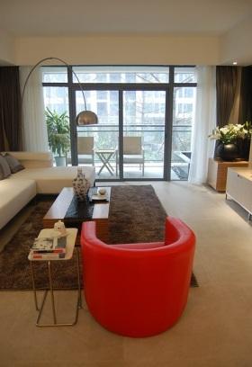 红色现代风格客厅装修设计
