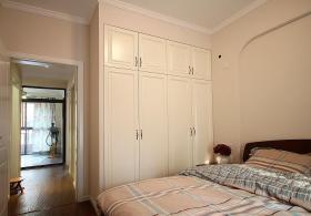 米色复古美式风格卧室装衣柜修图