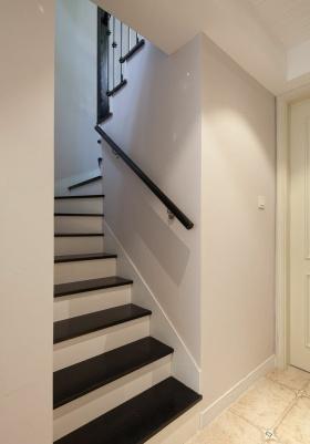 米色简欧风格楼梯设计