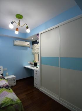 浪漫雅致现代蓝色卧室衣柜设计装潢