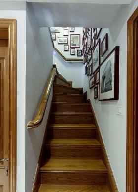 米色美式原木风格楼梯设计装潢