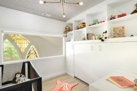 白色简约儿童房收纳空间装修设计