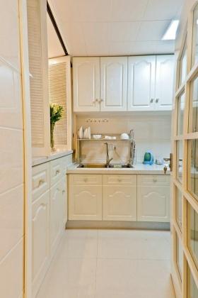 2016白色宜家实用厨房装潢