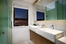 绿色清爽自然简约卫生间装饰图