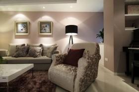 黄色简欧风格客厅沙发背景墙设计图片
