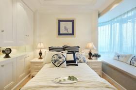 欧式风格清新米色卧室飘窗装修图