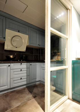 中式风格简洁厨房橱柜装饰设计图片