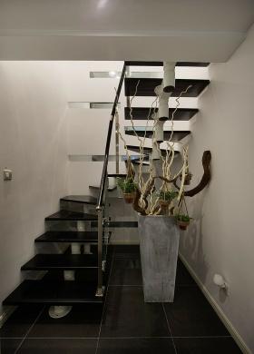 黑色个性简约风楼梯装修设计