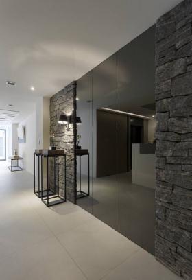 时尚现代风格黑色玄关装修美图