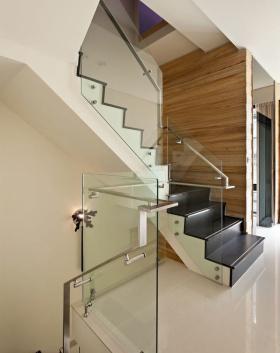 米色田园风格楼梯装修美图赏析