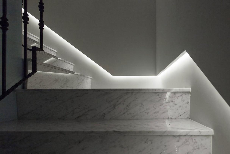 灰色欧式风格楼梯装潢设计-兔狗装修效果图