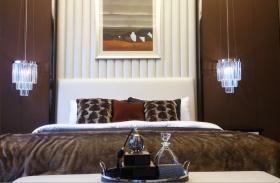 褐色简约风格卧室床头软包装修案例