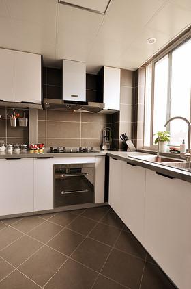 白色简约风格厨房橱柜装修图