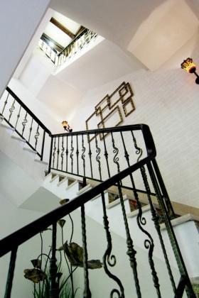 优雅简约欧式风格大气楼梯装潢装修图