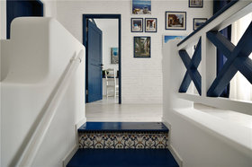 蓝色地中海风格楼梯设计图片