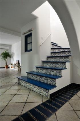 清爽地中海风格楼梯装修效果图片
