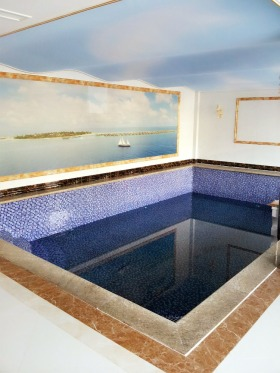 蓝色欧式室内泳池装潢设计