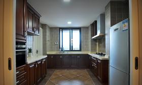 原木稳重欧式厨房橱柜设计装潢