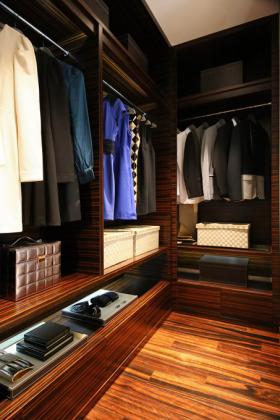 黑色沉稳现代风格衣帽间设计图片