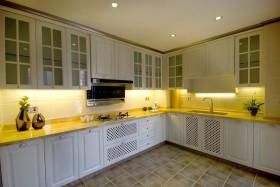 美式黄色厨房橱柜图片