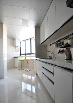 灰色简约厨房带吧台设计