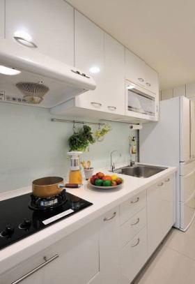 白色清新宜家风格厨房橱柜装潢案例