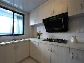 白色淡雅田园厨房橱柜装修效果图