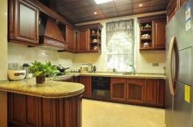 黄色温馨美式风格厨房橱柜装修欣赏