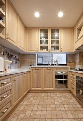 米色田园厨房橱柜效果图欣赏
