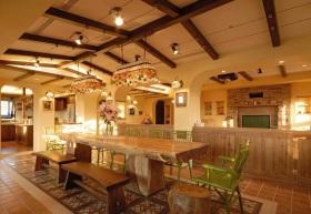 橙色东南亚风格餐厅吊顶装饰设计图片