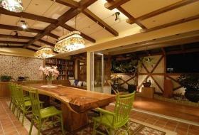 橙色大气原木时尚美式餐厅吊顶美图欣赏