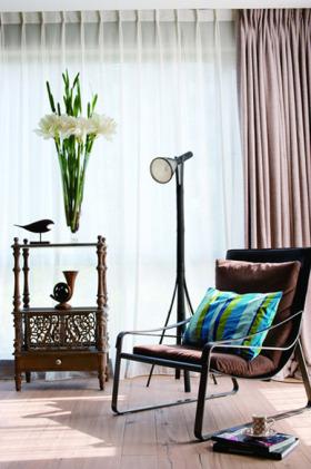 清爽复古混搭风格白色休闲客厅局部装修案例