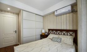 米色美式风格卧室衣柜设计装潢