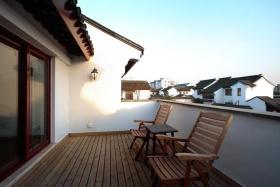 雅致新古典风格户外阳台装饰图